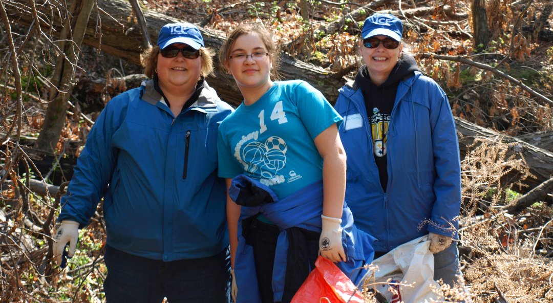 Image of a family volunteering together.