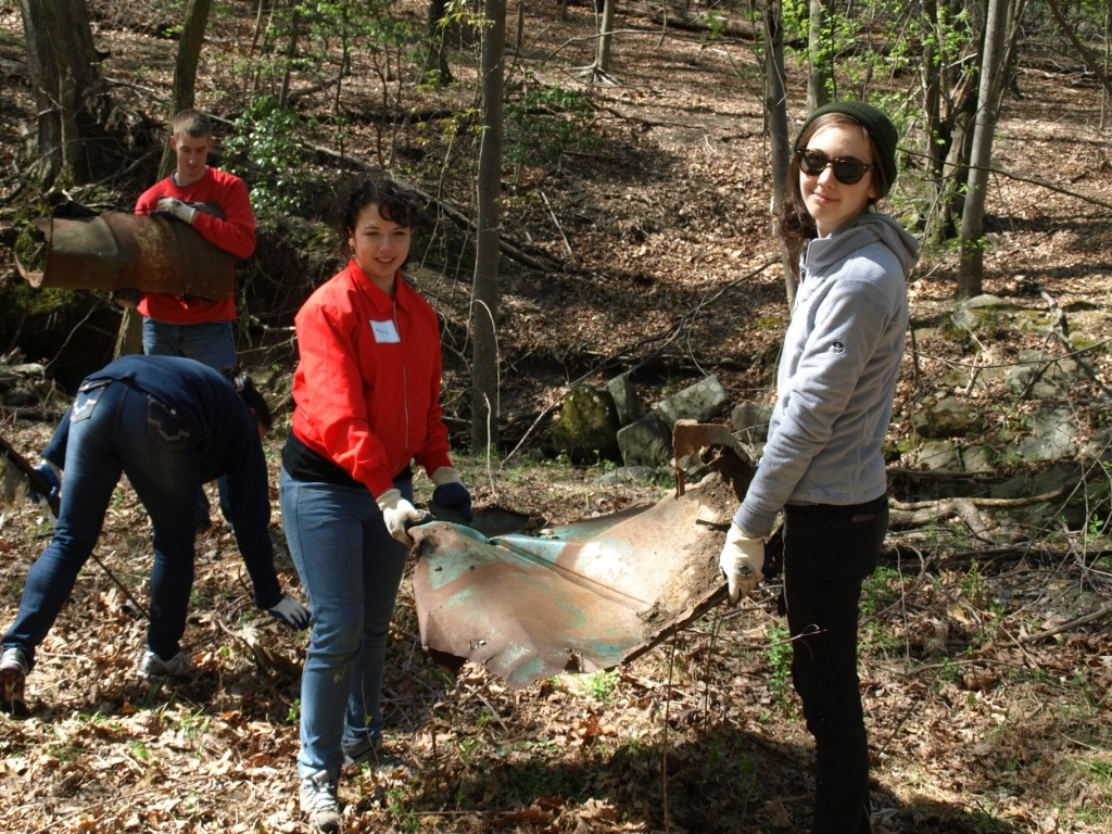 Image of volunteers helping to clean a park