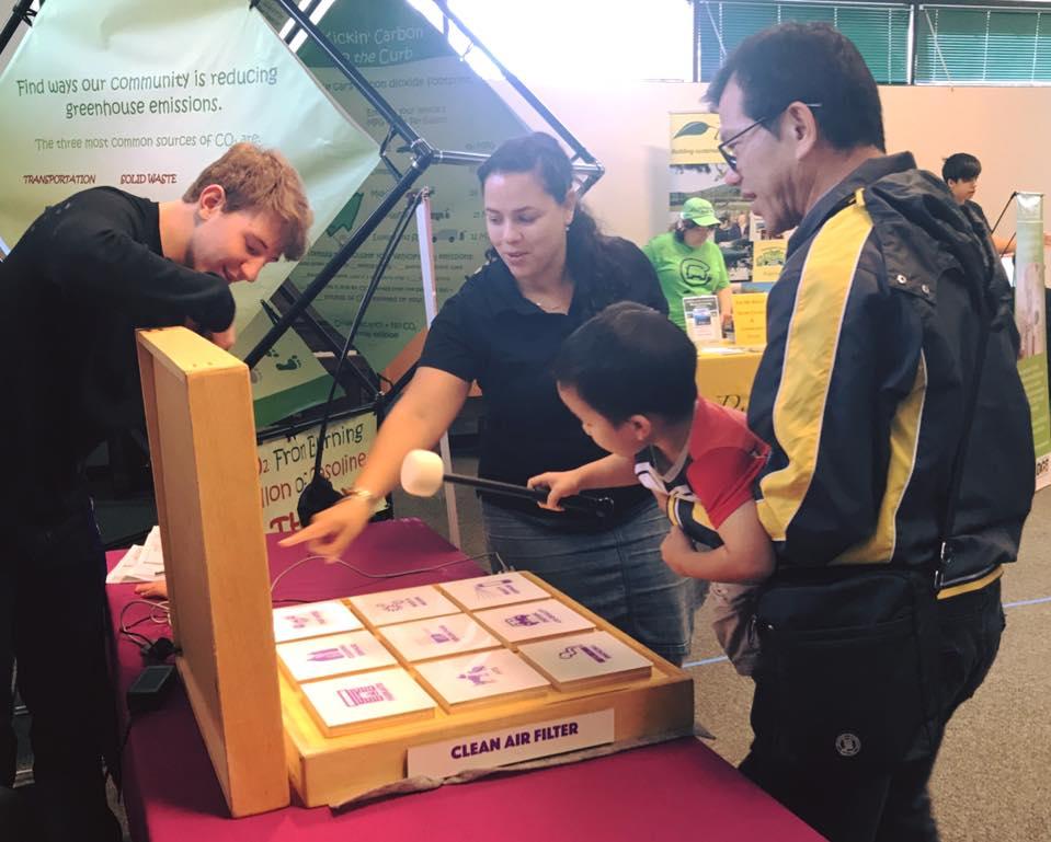 Larissa Johnson teaches residents at an Energy Exploration event.