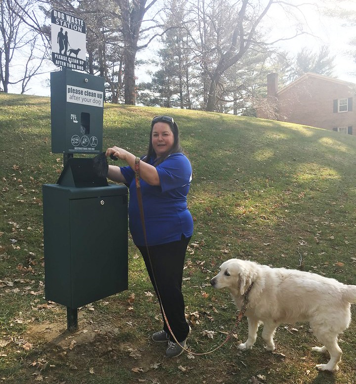 Using the pet waste station